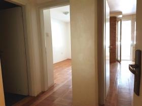 Na prodaju jednoiposoban stan #13383